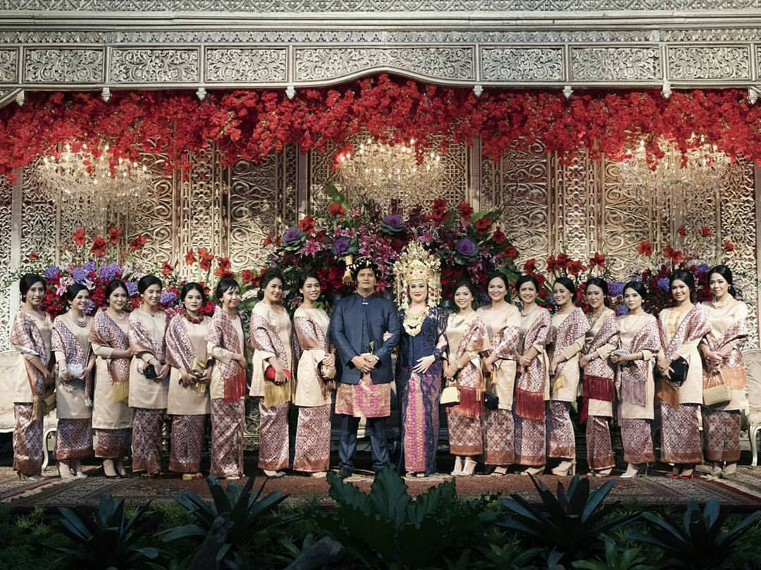 11 Gorgeous Traditional Attire Ideas for Your Bridesmaids