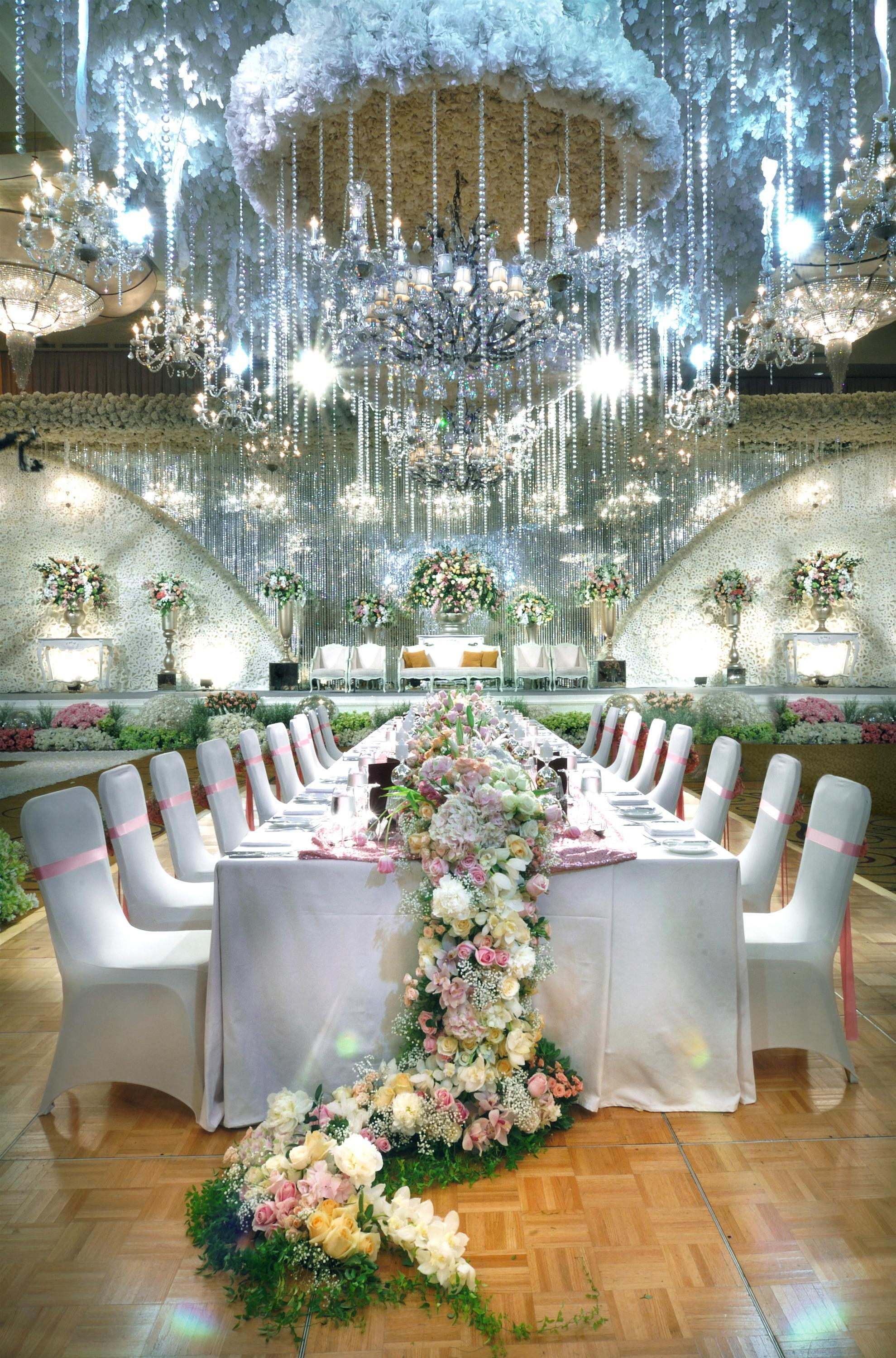 Lotus design wedding decoration lighting in bandung bridestory junglespirit Images
