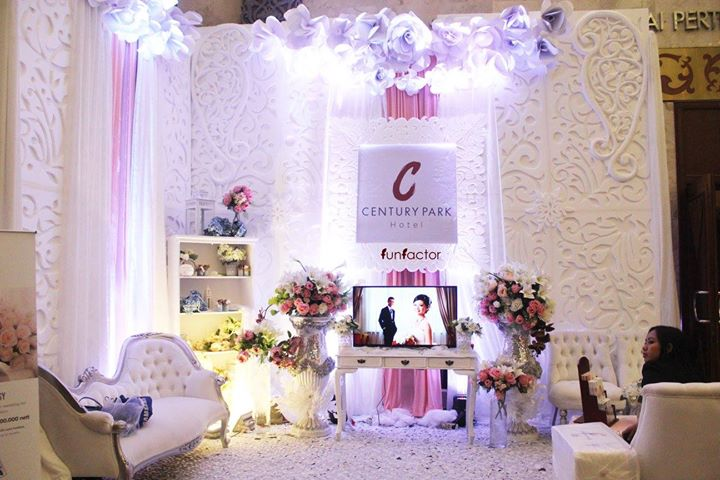 century park hotel wedding booth by fun factor decoration. Black Bedroom Furniture Sets. Home Design Ideas