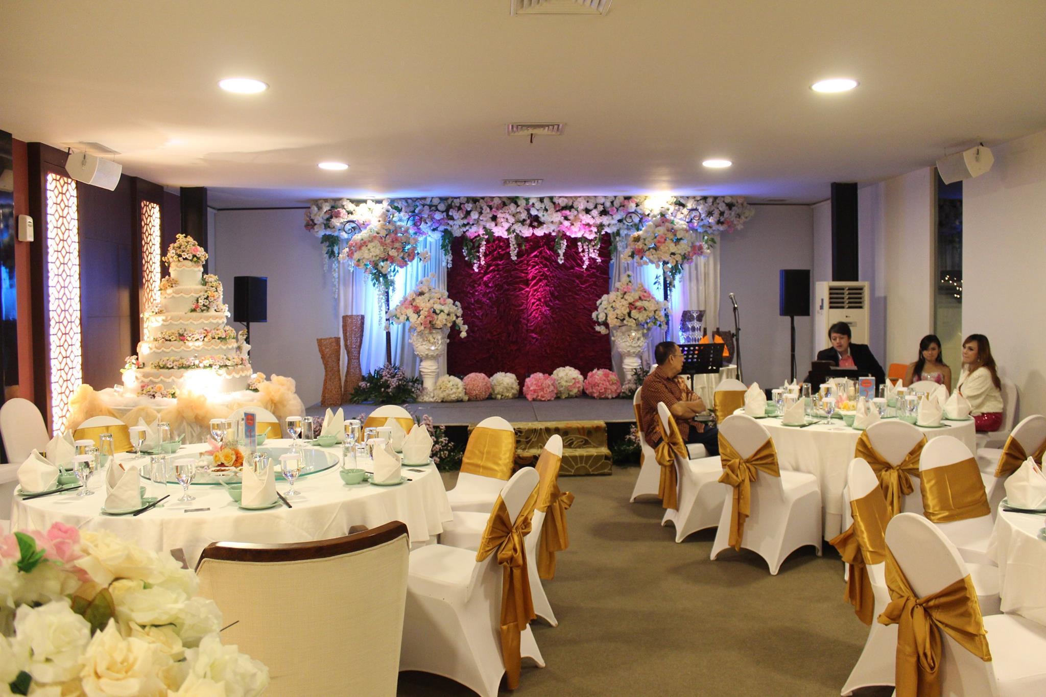 The wedding of oscar riani by harris hotel convention center the wedding of oscar riani by harris hotel convention center malang bridestory junglespirit Gallery