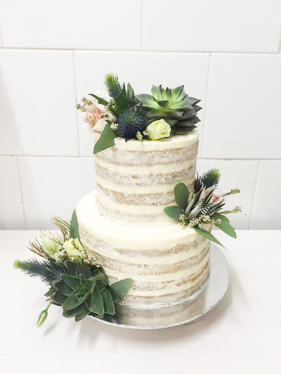 wedding cake decorated with succulents wedding cake rustic with succulents by lareia cake amp co 22367