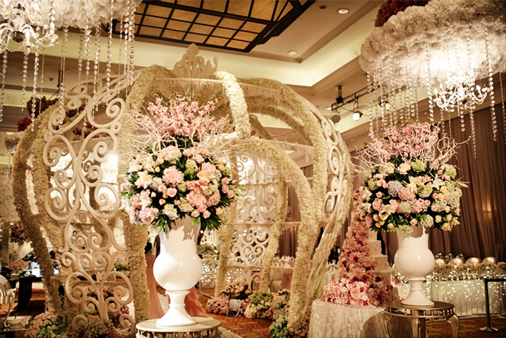 Wedding decorations by jw marriott hotel jakarta bridestory junglespirit