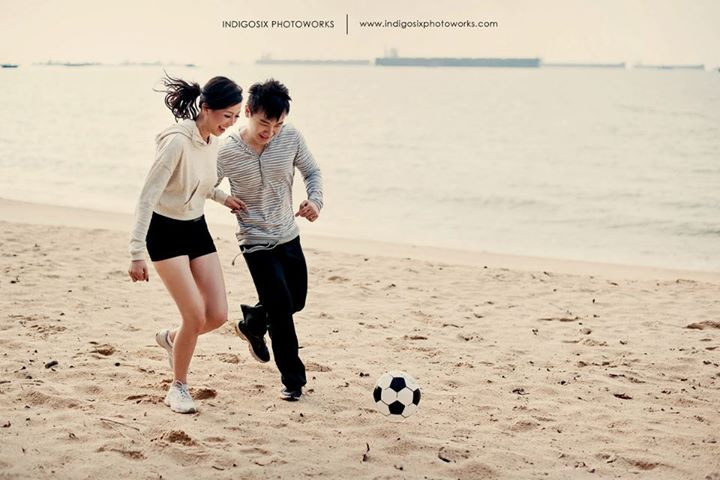 4 Keys to Have Casually Awesome Pre-Wedding Photos Image 6