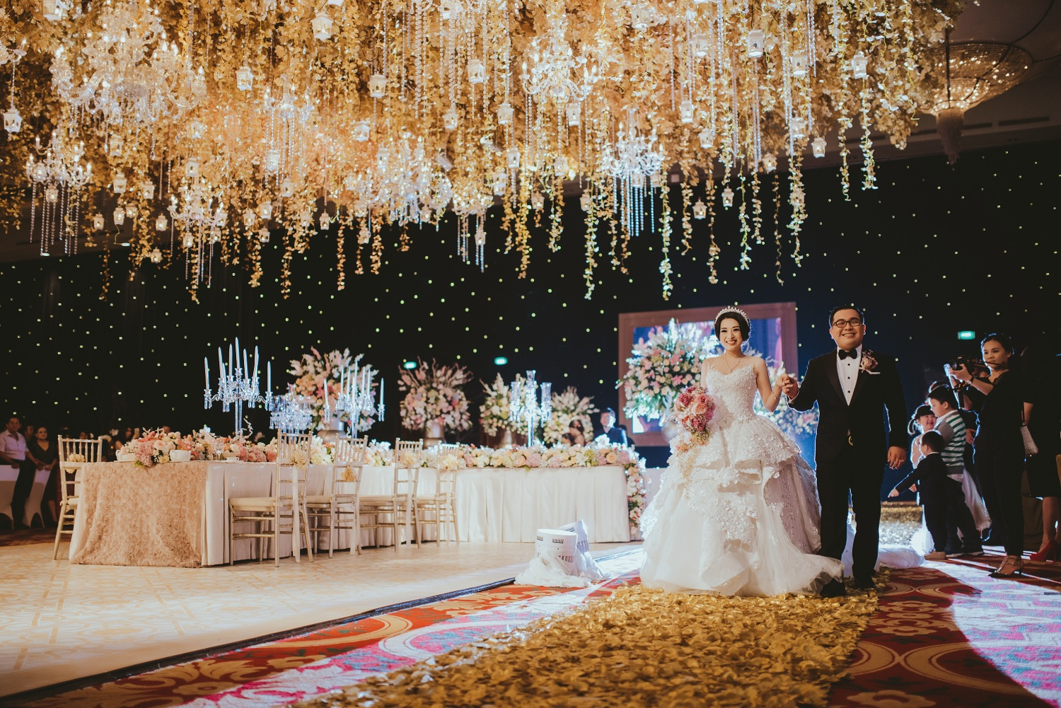 Lotus design wedding decoration lighting in bandung bridestory junglespirit Image collections