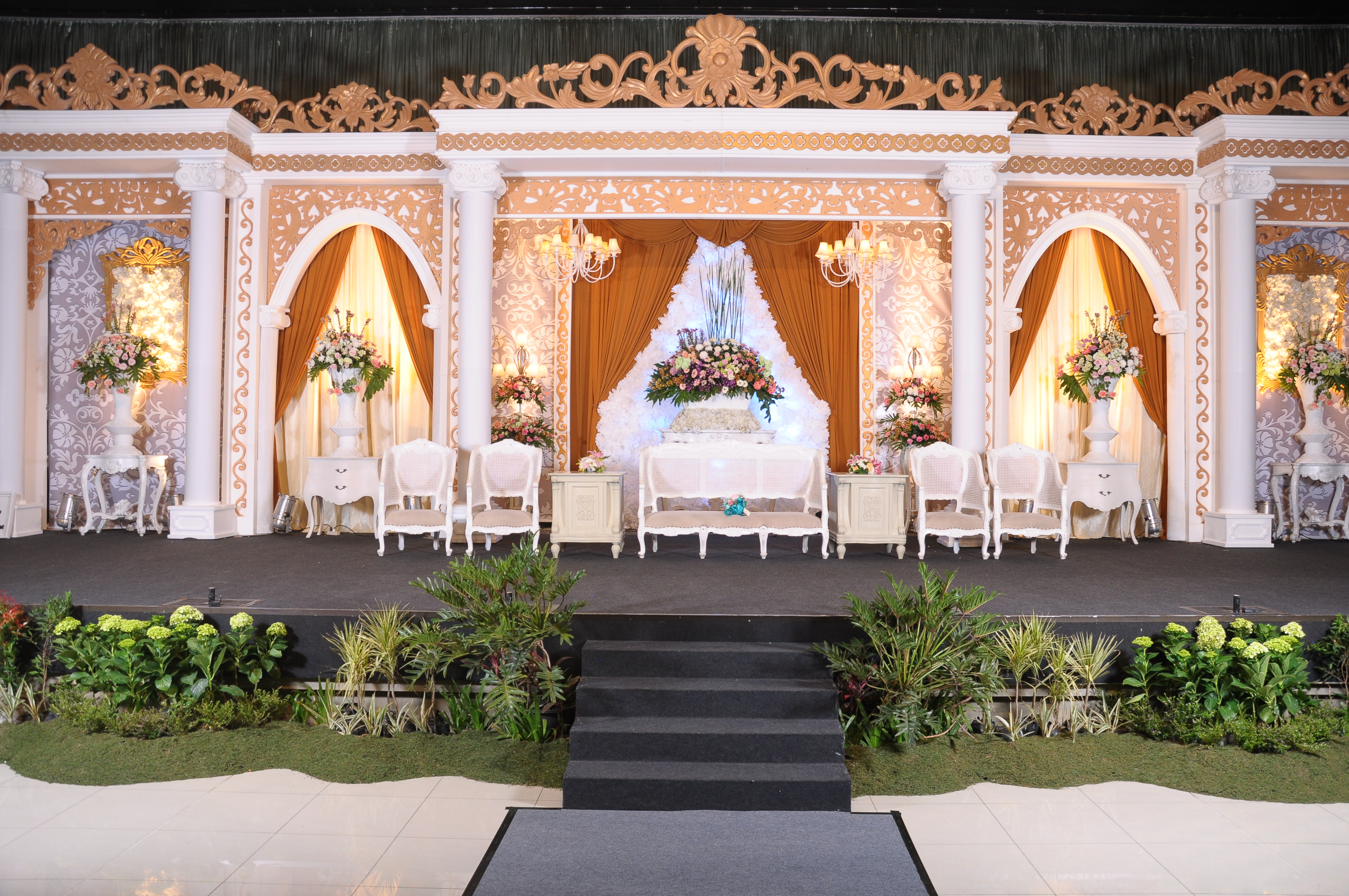 Pasundan palace lussy taufan by ghaisaniyara wedding bridestory junglespirit Images
