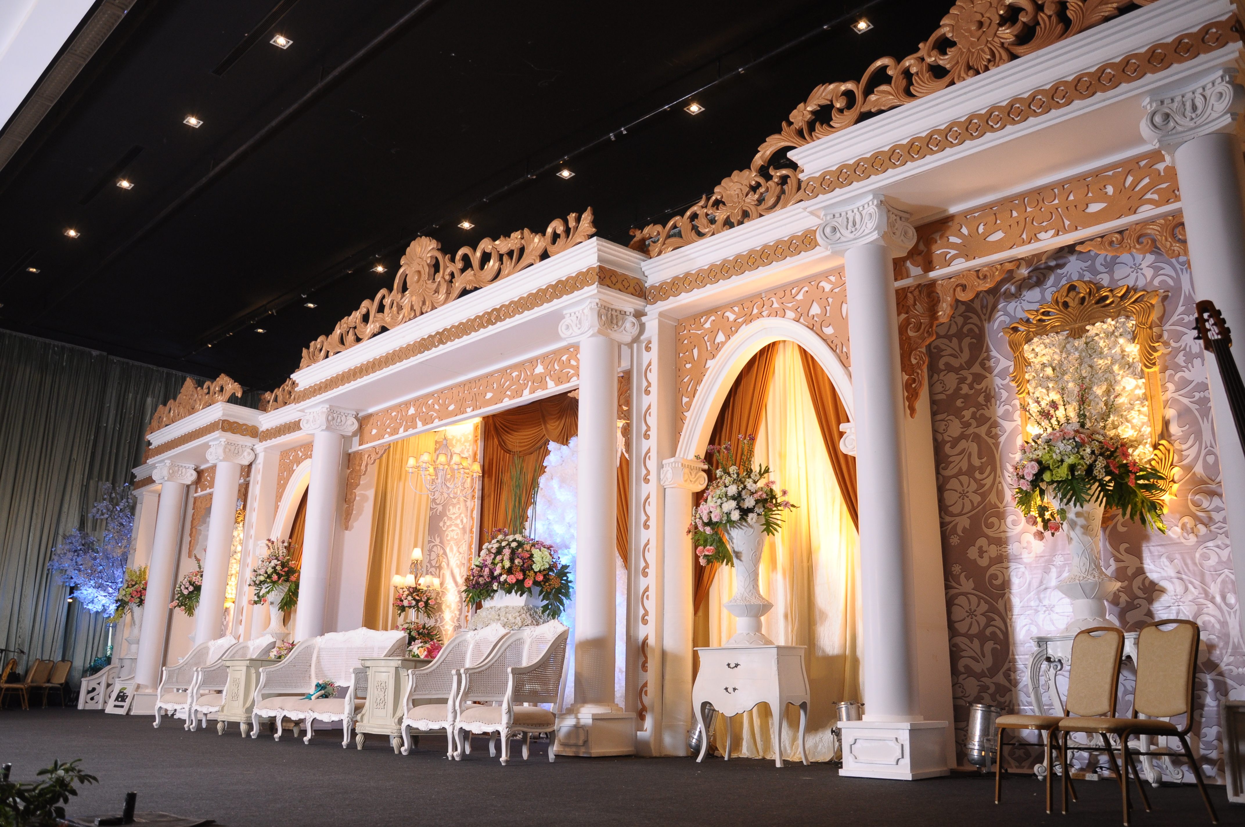 Pasundan palace lussy taufan by ghaisaniyara wedding pasundan palace lussy taufan by ghaisaniyara wedding bridestory junglespirit Gallery