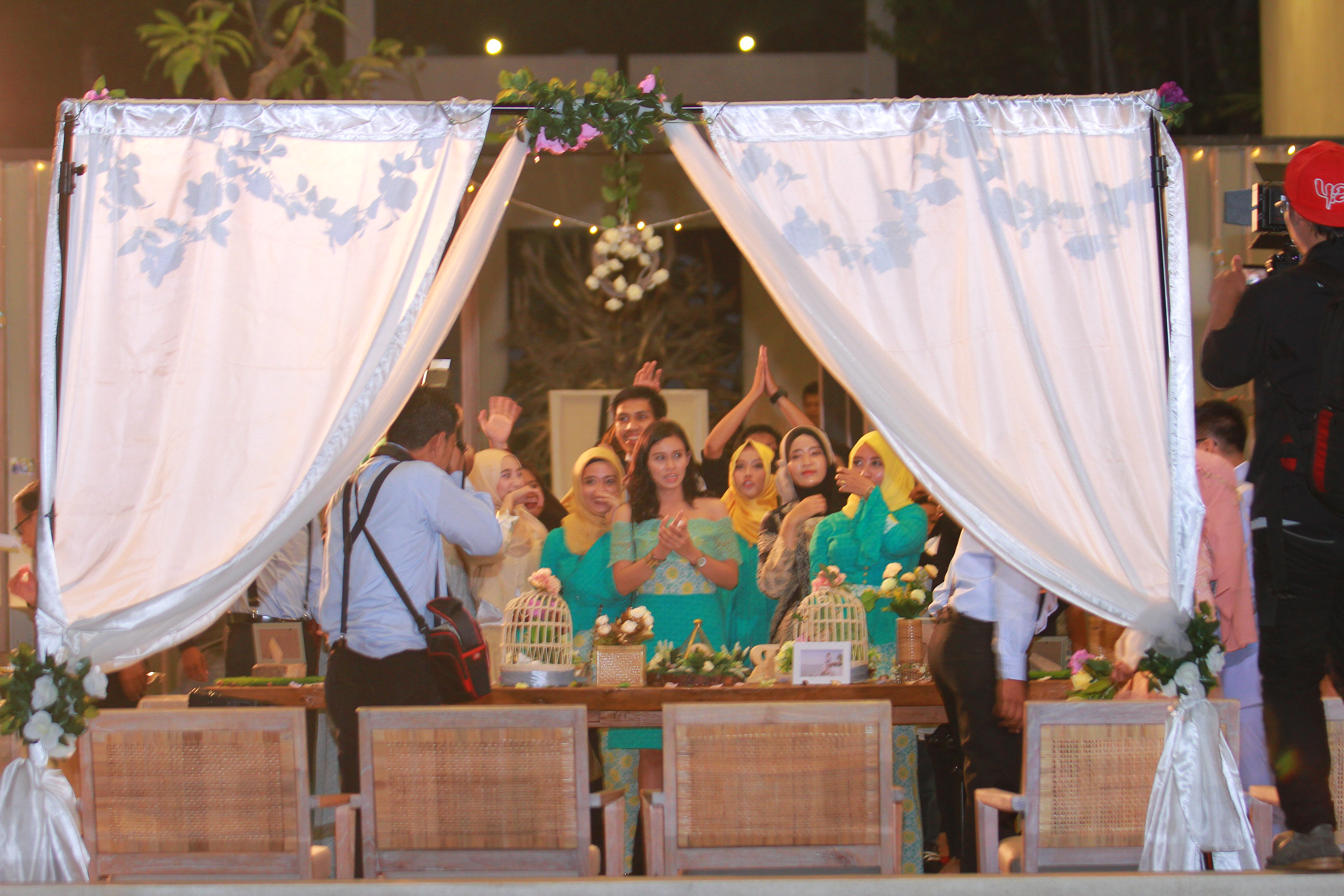 The wedding of reza ishwa by the day is yours event wedding the wedding of reza ishwa by the day is yours event wedding arranger bridestory junglespirit Image collections