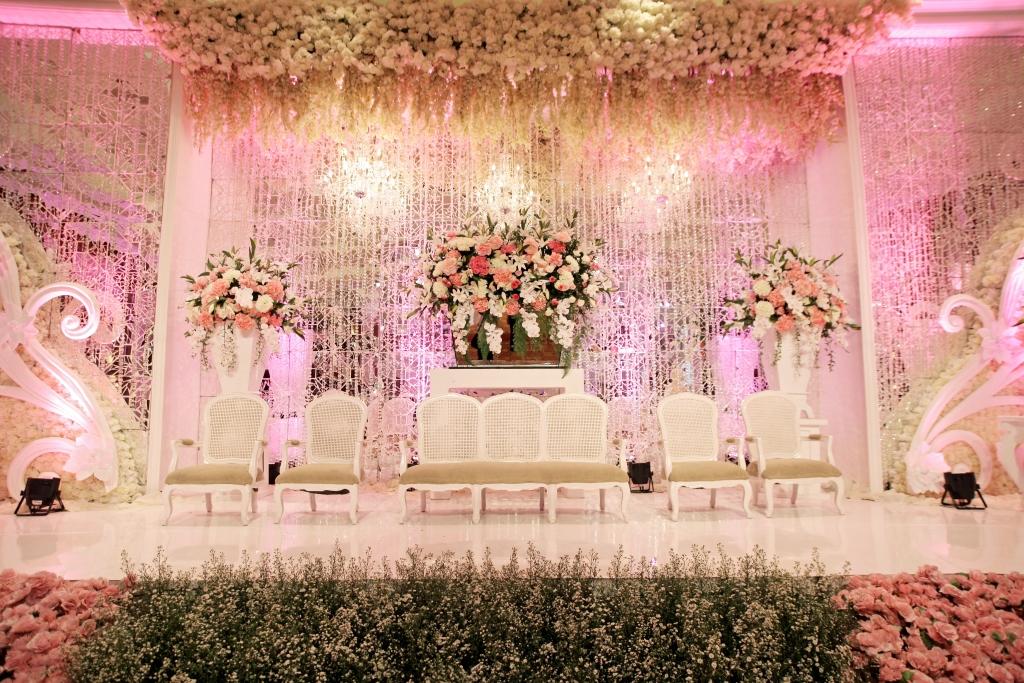Glamourous and elegant wedding decoration j w marriott jakarta by wedding decorations by jw marriott hotel jakarta junglespirit Image collections