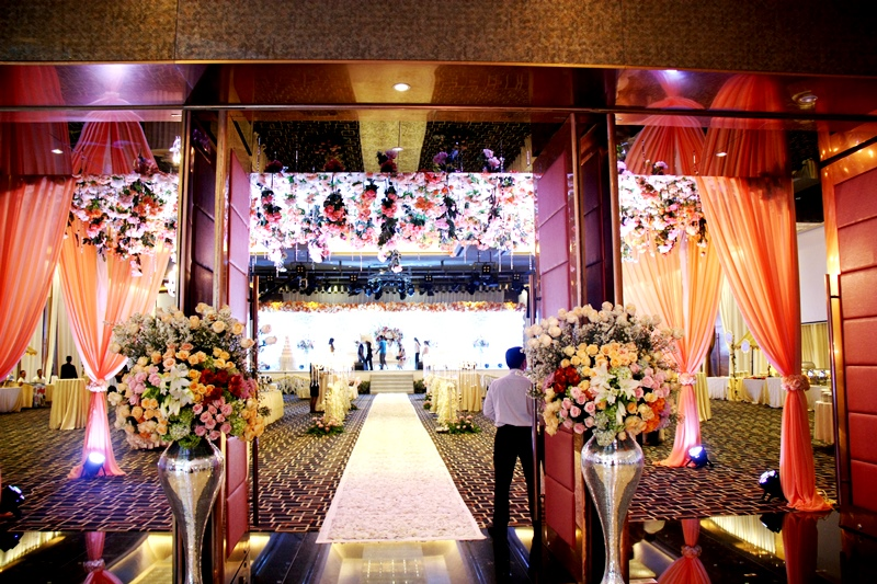 Wedding in ballroom by grand angkasa international hotel wedding in ballroom by grand angkasa international hotel bridestory junglespirit Image collections