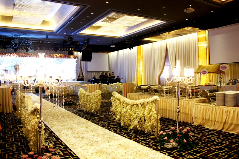 Wedding in ballroom by grand mercure medan angkasa bridestory junglespirit Image collections
