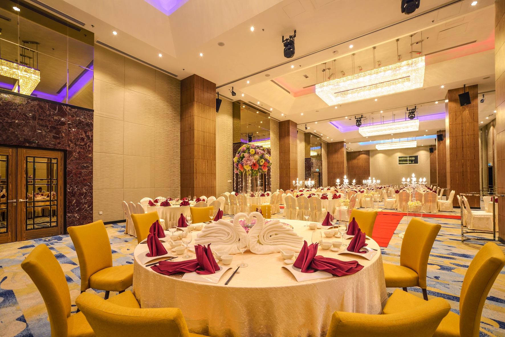 Metropolitan ballroom wedding