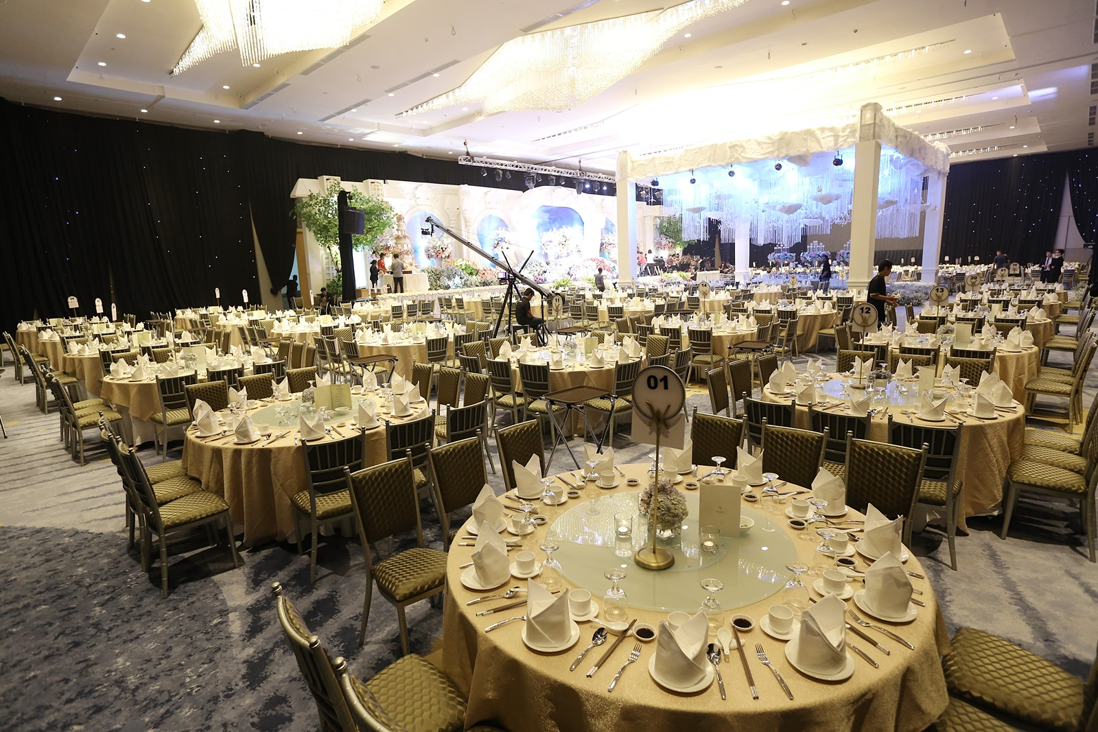 Intimate wedding at vasa grand ballroom by vasa hotel surabaya intimate wedding at vasa grand ballroom by vasa hotel surabaya bridestory junglespirit Images