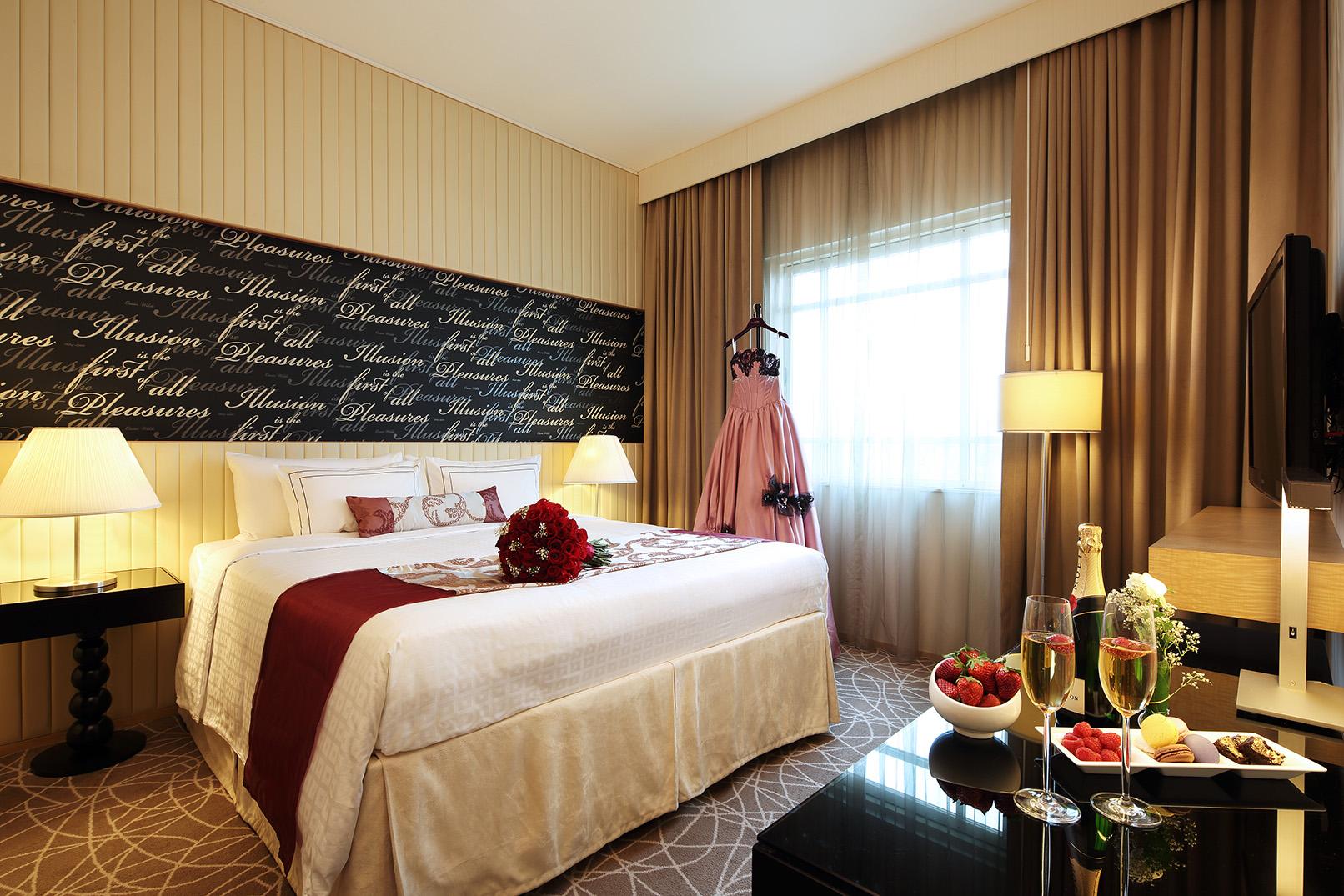 Bridal Suite by Rendezvous Hotel Singapore | Bridestory.com