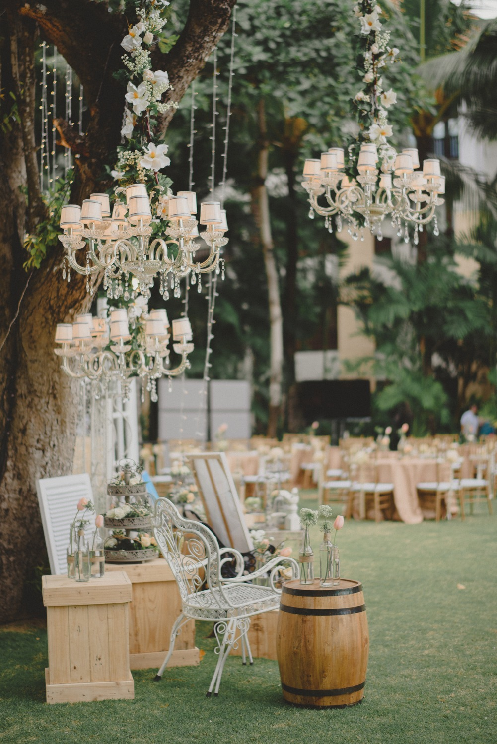 ditho and carolina vintage rustic wedding by terralogical