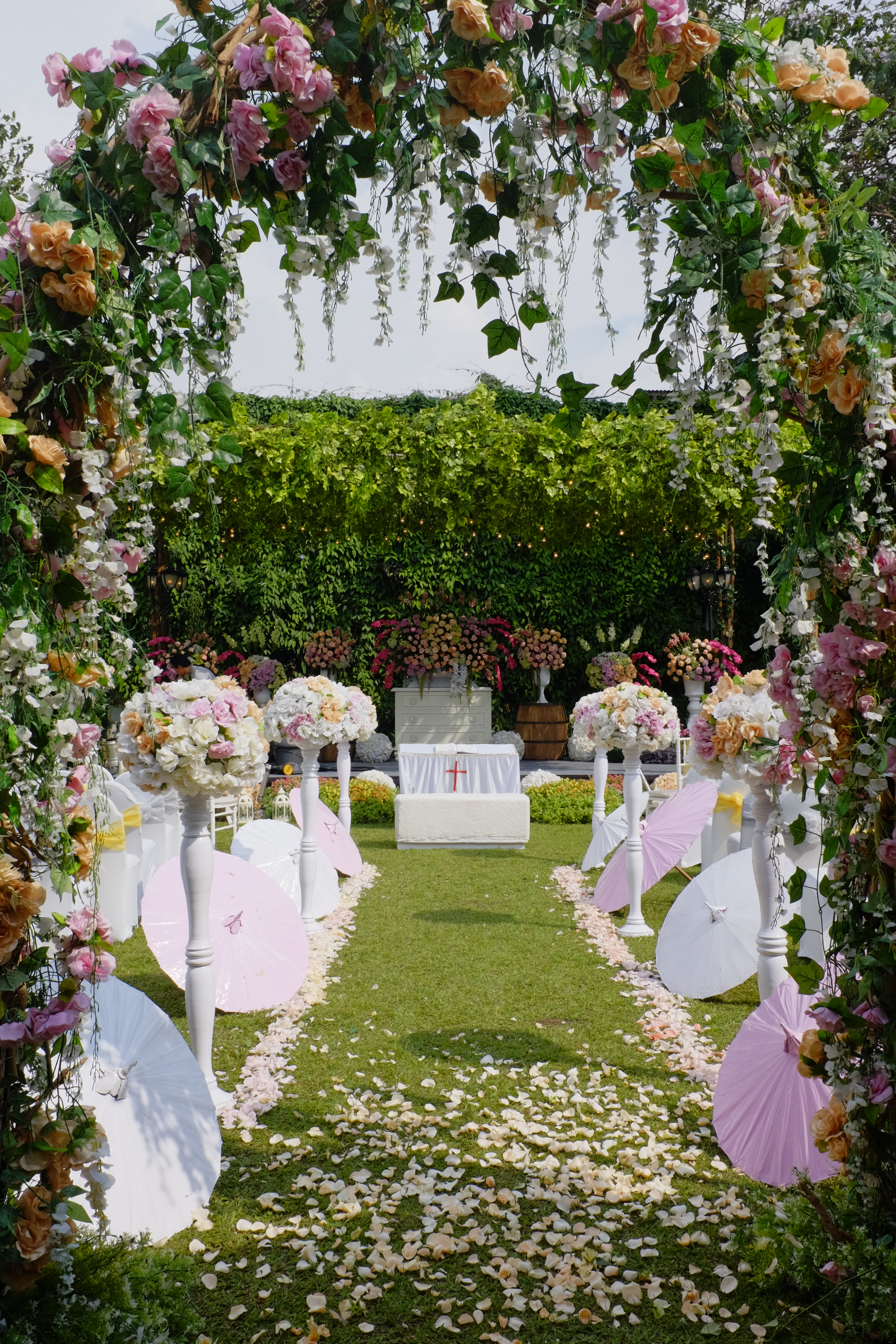 towers garden wedding decoration sheraton bandung hotel towers bridestory. Black Bedroom Furniture Sets. Home Design Ideas