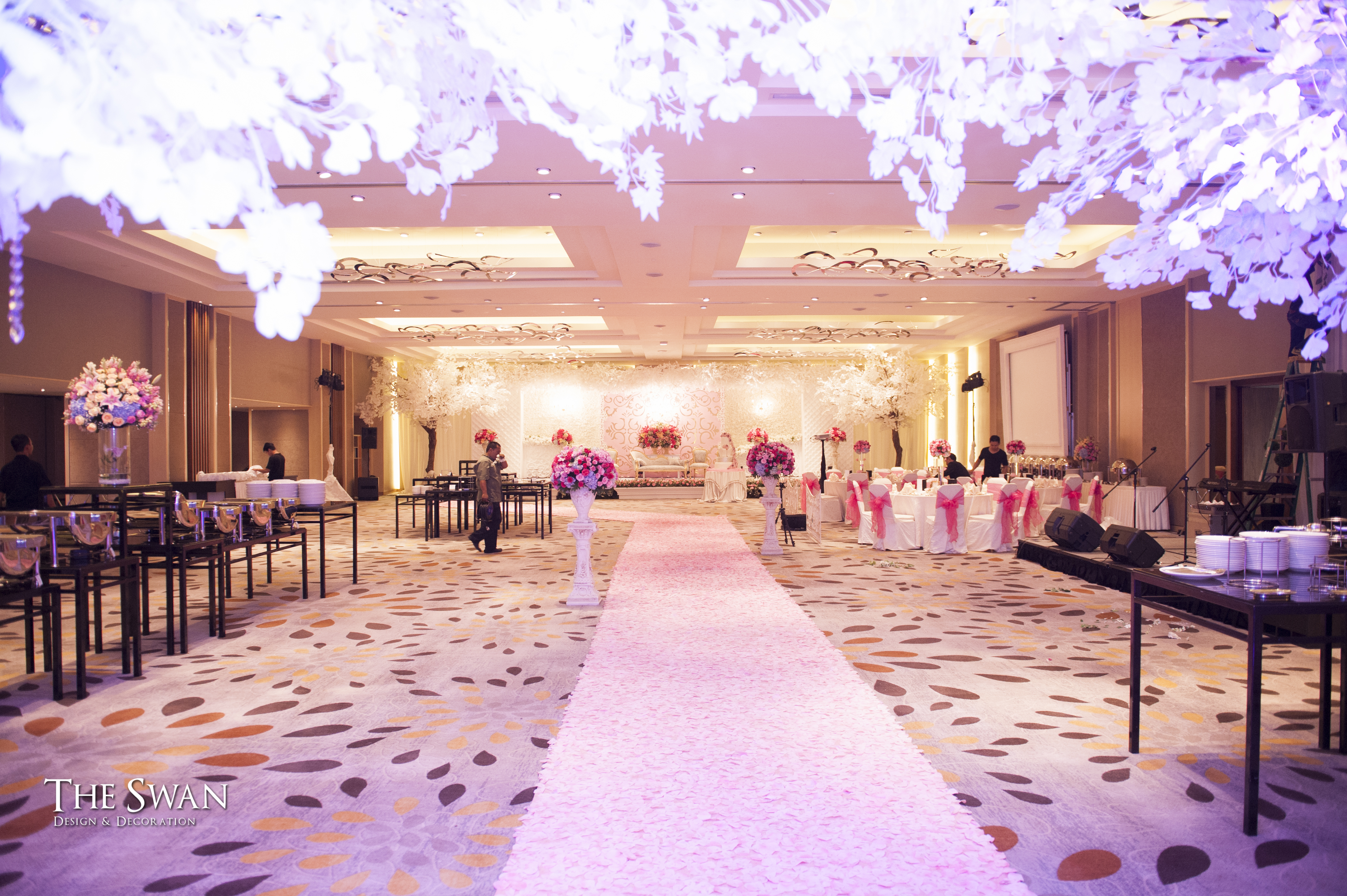 The Wedding of Tyna & Fendi - Pullman Thamrin by The Swan Decoration ...