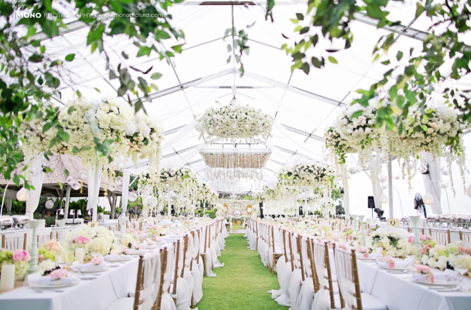 Enchanting wedding in tropical paradise by steves decor enchanting wedding in tropical paradise by steves decor bridestory junglespirit Images