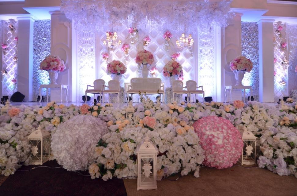 Chri5t decoration wedding decoration lighting in semarang chri5t decoration wedding decoration lighting in semarang bridestory junglespirit Images