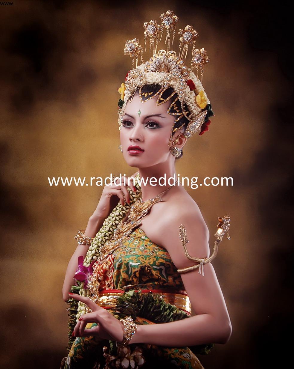 8 1 bdf95b31de4e739ee0bb0f9e51935306 jpg Source · Tradisional Wedding by Raddin Wedding Bridestory com