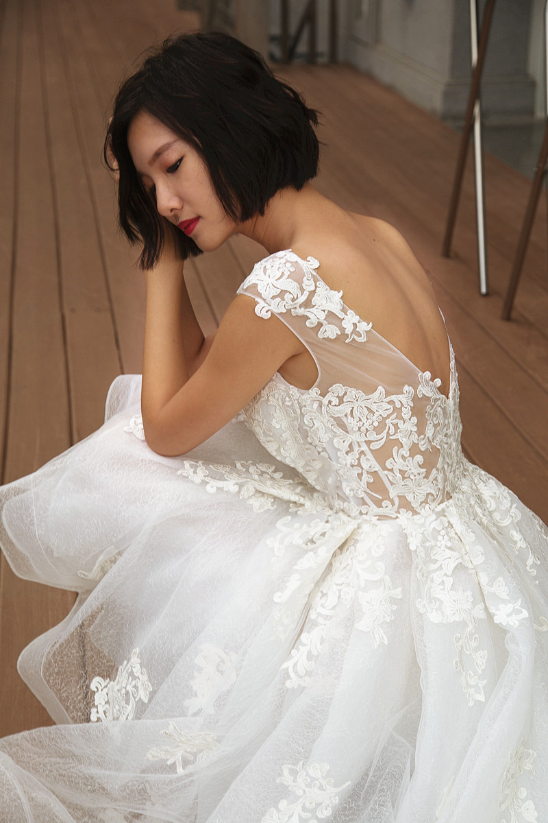 Contemporary Vivian Gown Vignette - Wedding and flowers ispiration ...