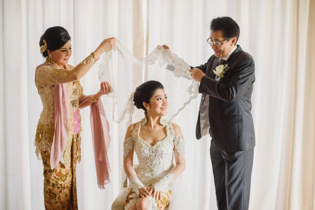 Checklist Foto Pernikahan: Momen Mempelai Wanita yang Wajib Dikenang Image 19