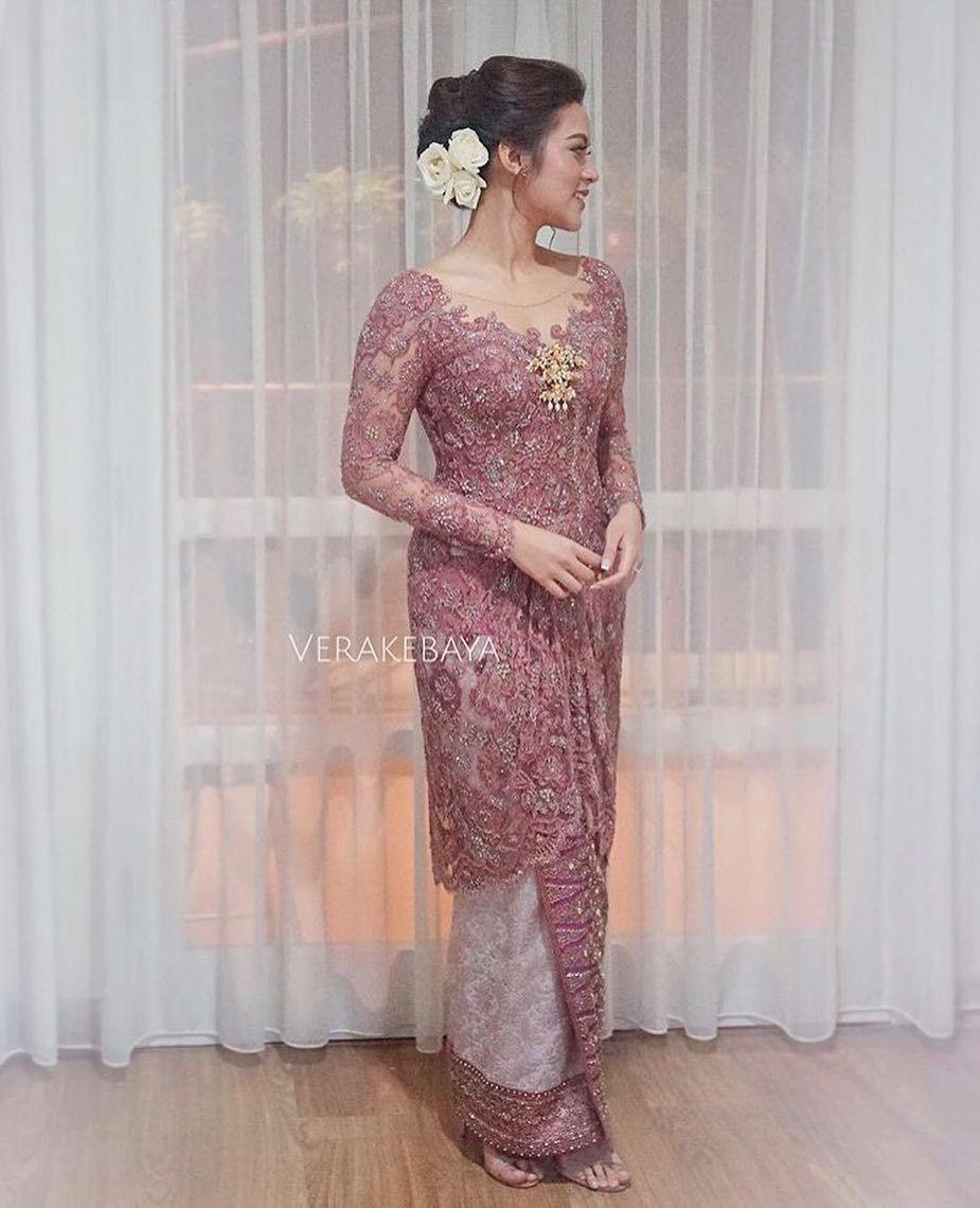 13 Enchanting Kebaya Ideas For Your Engagement Ceremony Bridestory