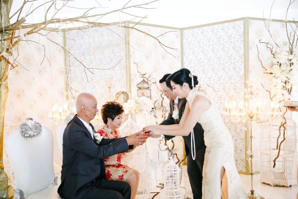 Wedding Shot List: Scrumptious Food and Delightful Drinks Image 24