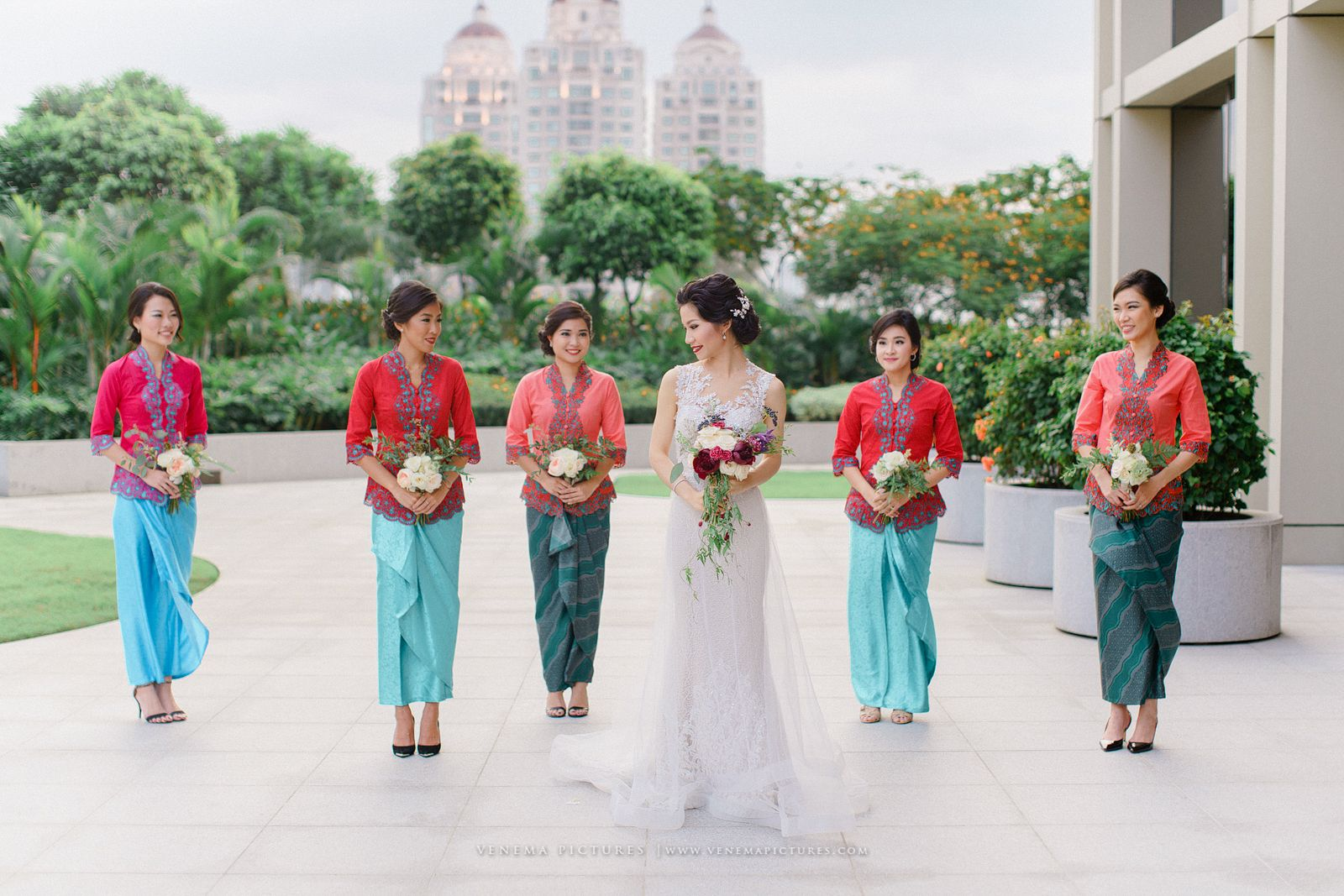 10 Gorgeous Traditional Attire Ideas for Your Bridesmaids Image 9