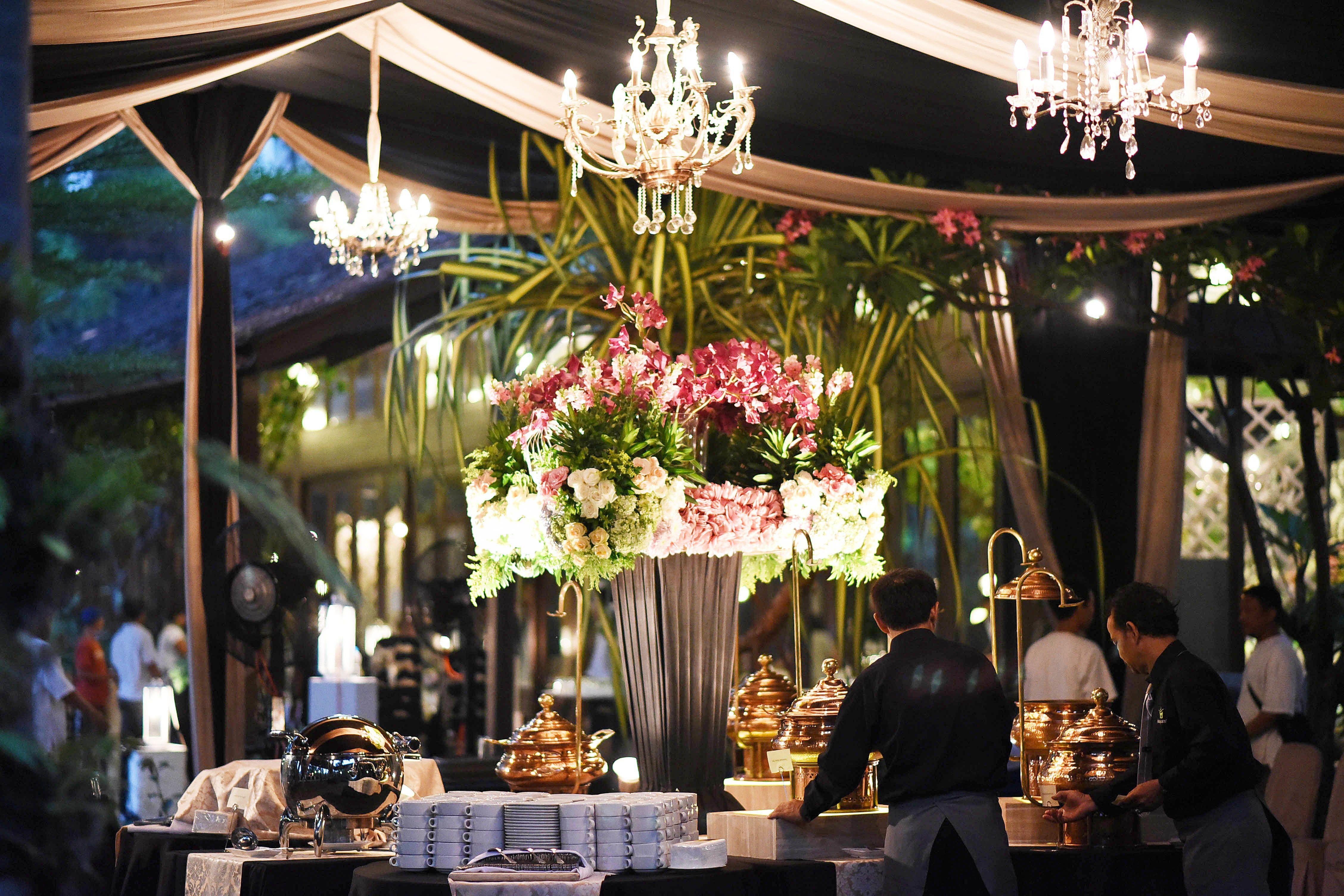 Wedding Shot List: Scrumptious Food and Delightful Drinks Image 9