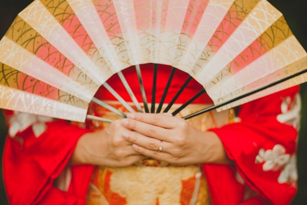 Checklist Foto Pernikahan: Momen Mempelai Wanita yang Wajib Dikenang Image 6