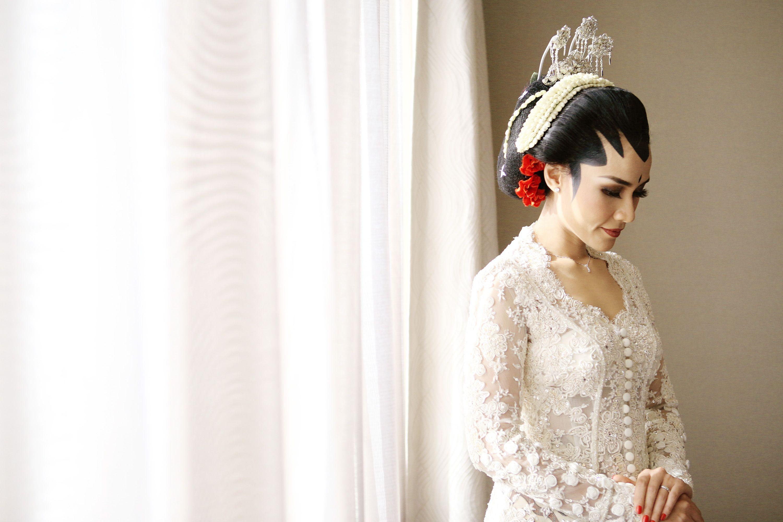 Checklist Foto Pernikahan: Momen Mempelai Wanita yang Wajib Dikenang Image 12