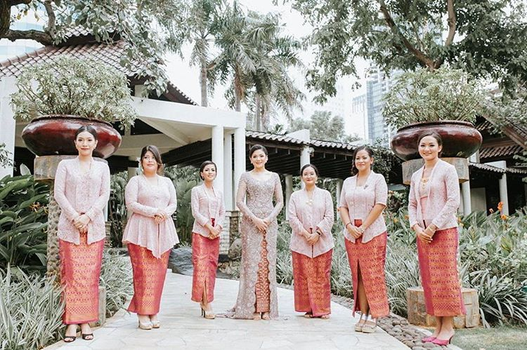 12 Unconventional Ways to Style Your Bridesmaids Image 11