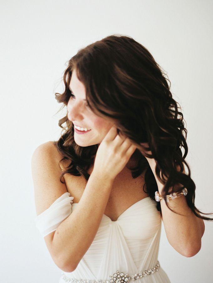 How to Choose the Right Hairstyle for Your Wedding Day Image 1