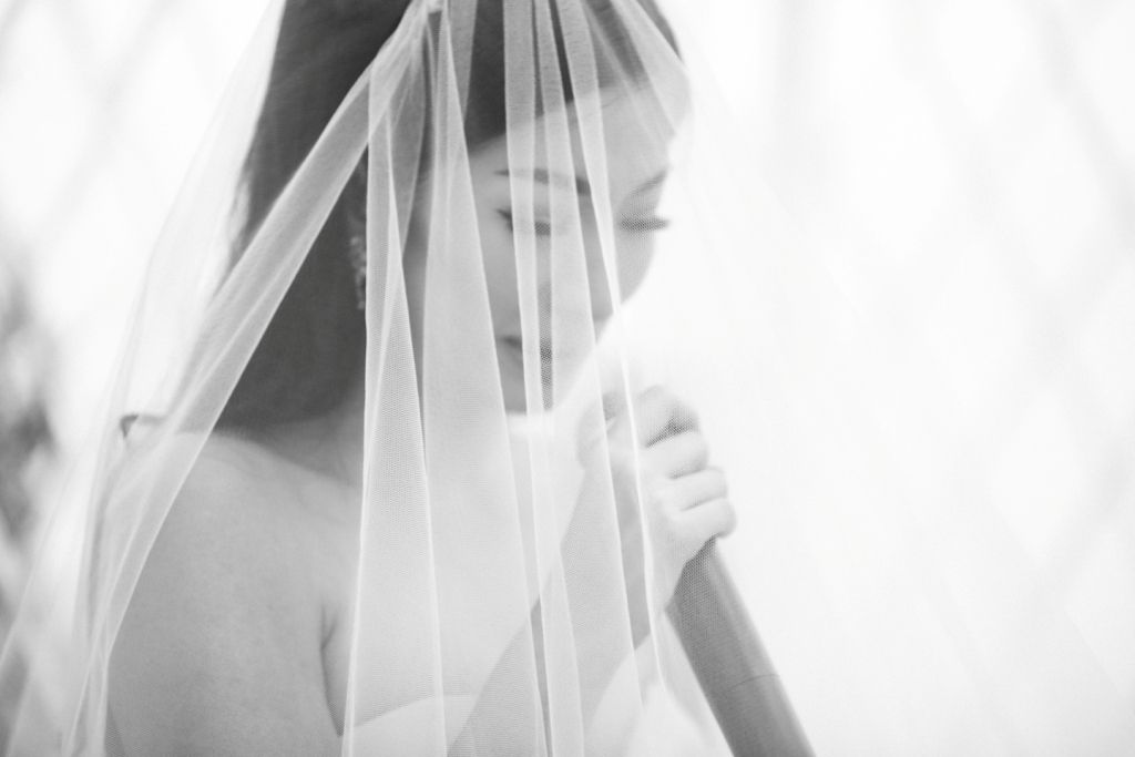 Checklist Foto Pernikahan: Momen Mempelai Wanita yang Wajib Dikenang Image 22