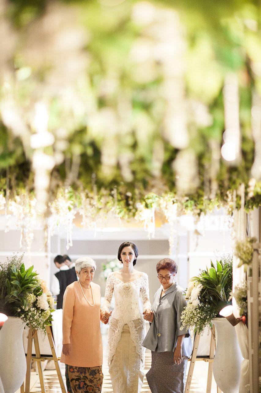 Checklist Foto Pernikahan: Momen Mempelai Wanita yang Wajib Dikenang Image 21
