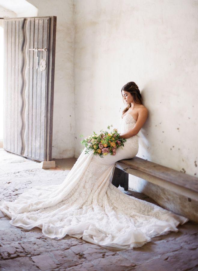 Checklist Foto Pernikahan: Momen Mempelai Wanita yang Wajib Dikenang Image 20