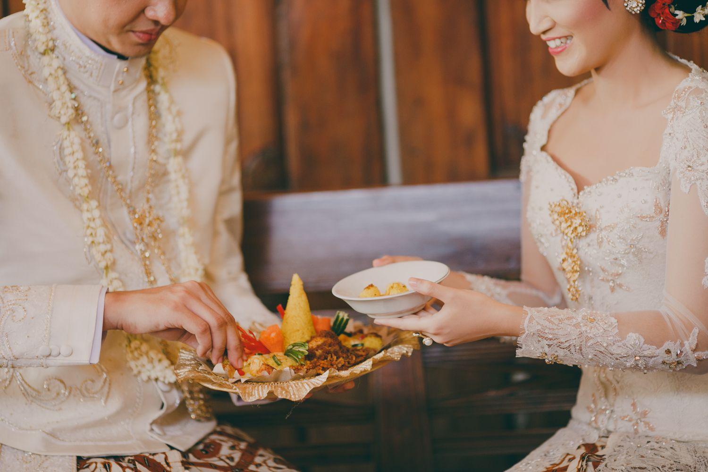 Wedding Shot List: Scrumptious Food and Delightful Drinks Image 25