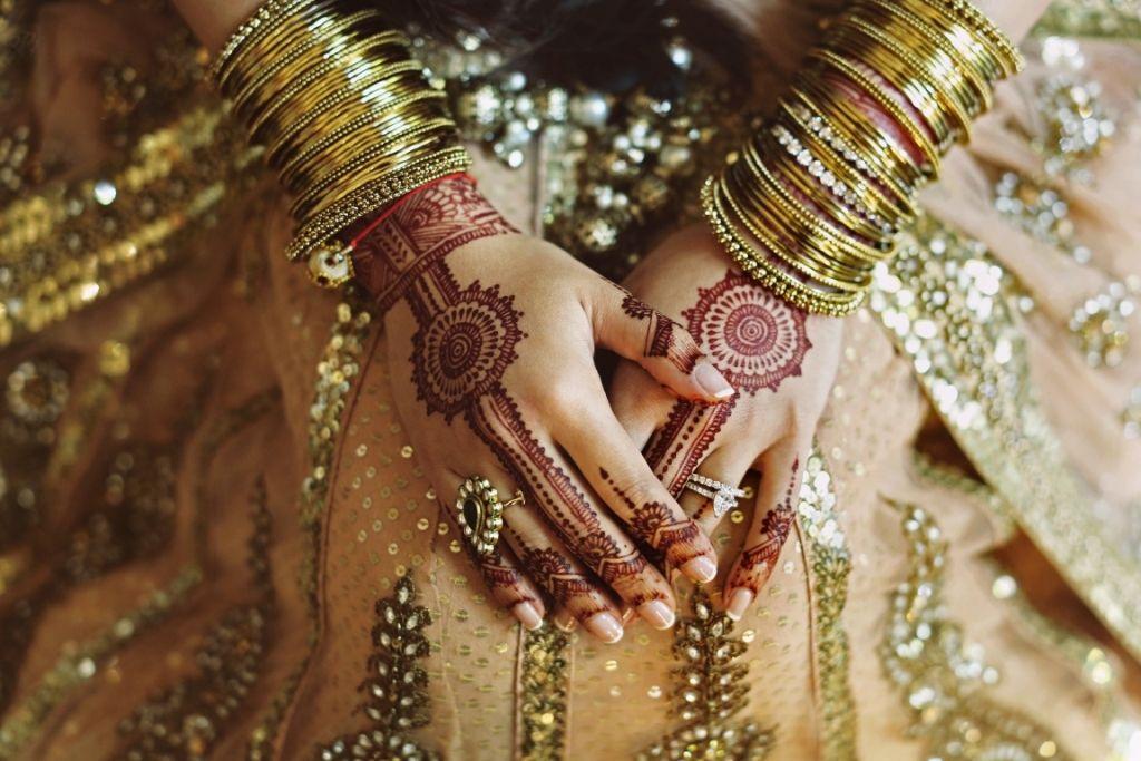Checklist Foto Pernikahan: Momen Mempelai Wanita yang Wajib Dikenang Image 4