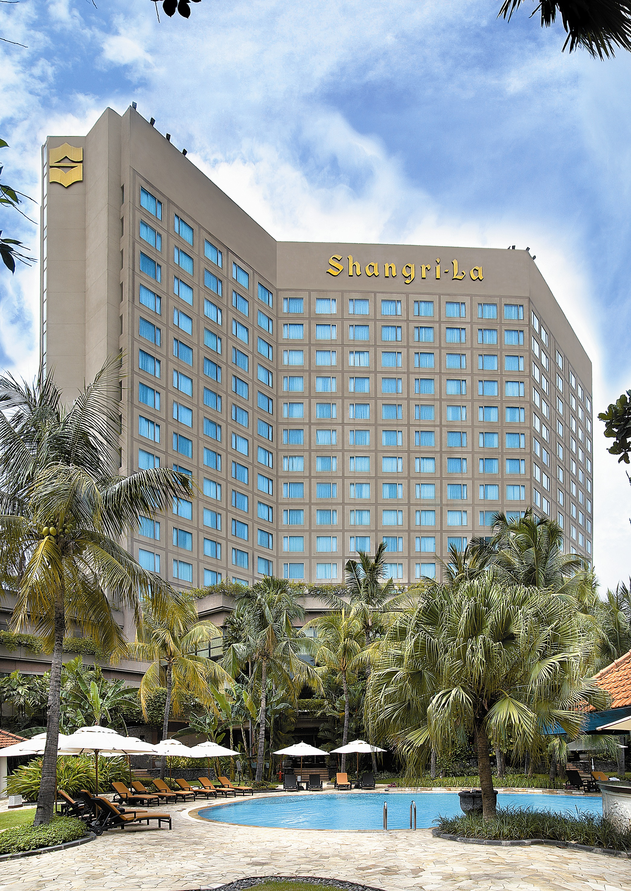 shangri la hotel and resort Hong kong-based shangri-la hotels and resorts, one of the world's premier hotel companies, currently owns and/or manages more than 80 hotels under the shangri-la brand with a room inventory of over 34,000.