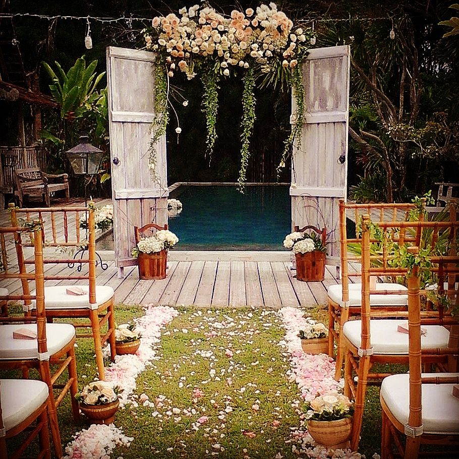 Rustic Home Furnishings And Mexican Garden Decorations By: Wedding Flowers In Bali