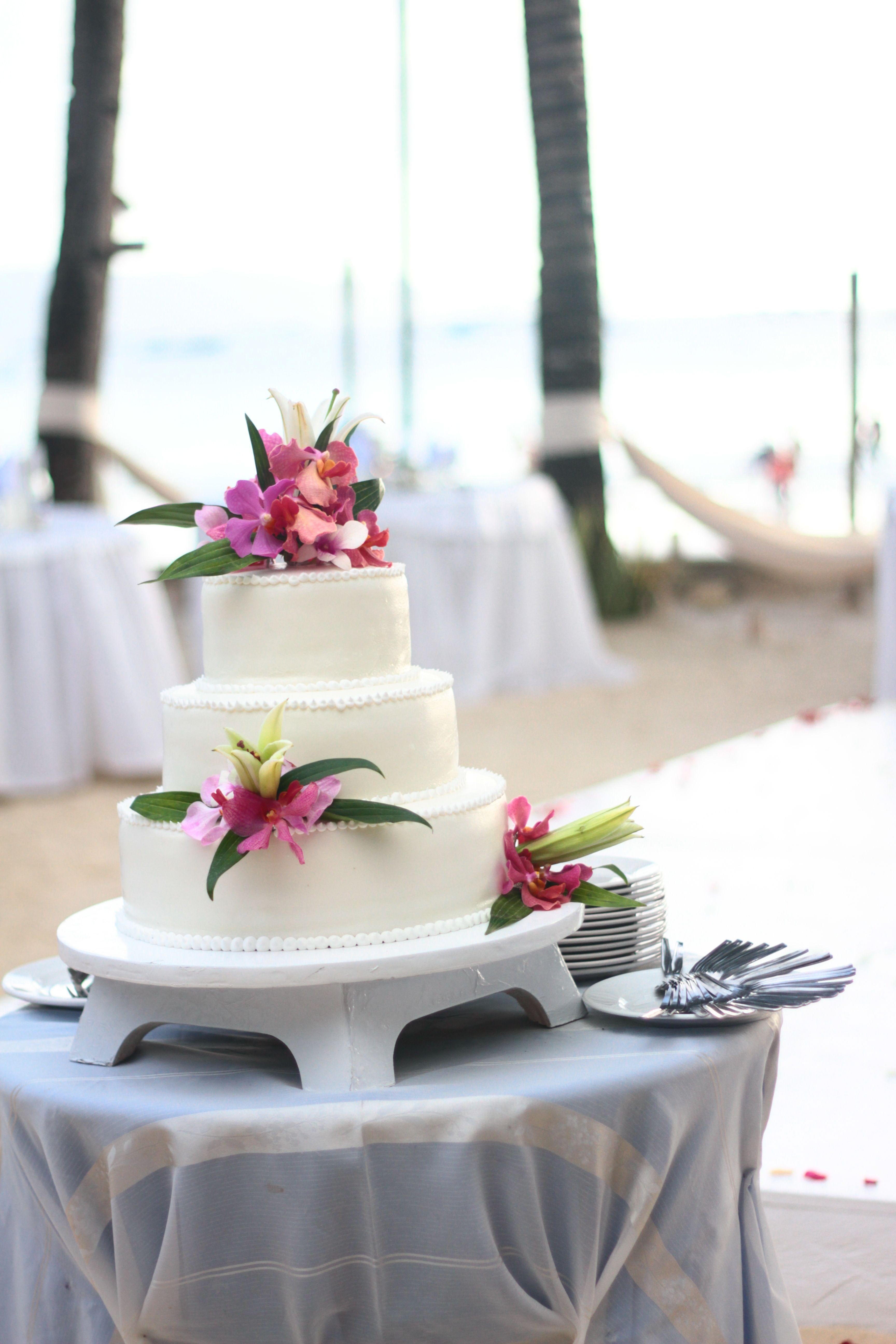 Lemonicafe & Restaurant Boracay | Wedding Wedding Cake in Boracay ...