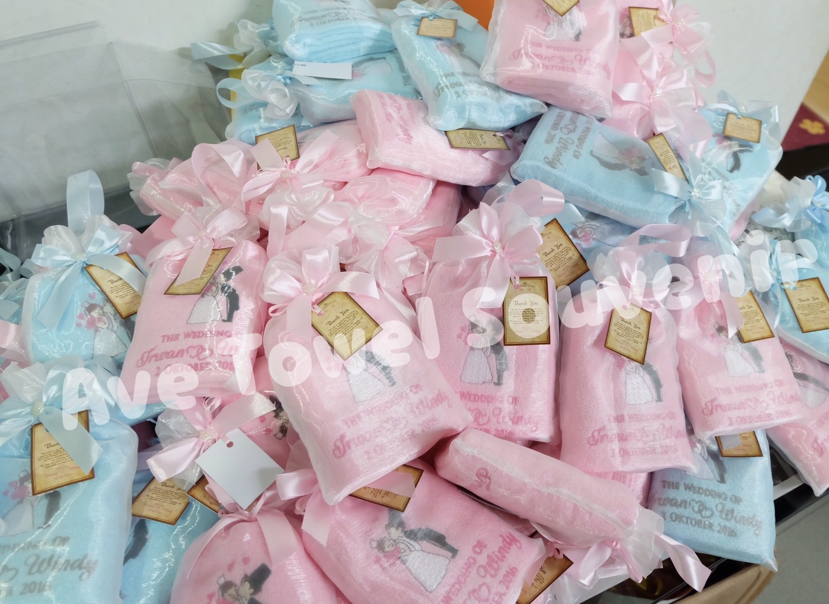 Ave Towel Souvenir | Wedding Favors & Gifts in Surabaya | Bridestory.com