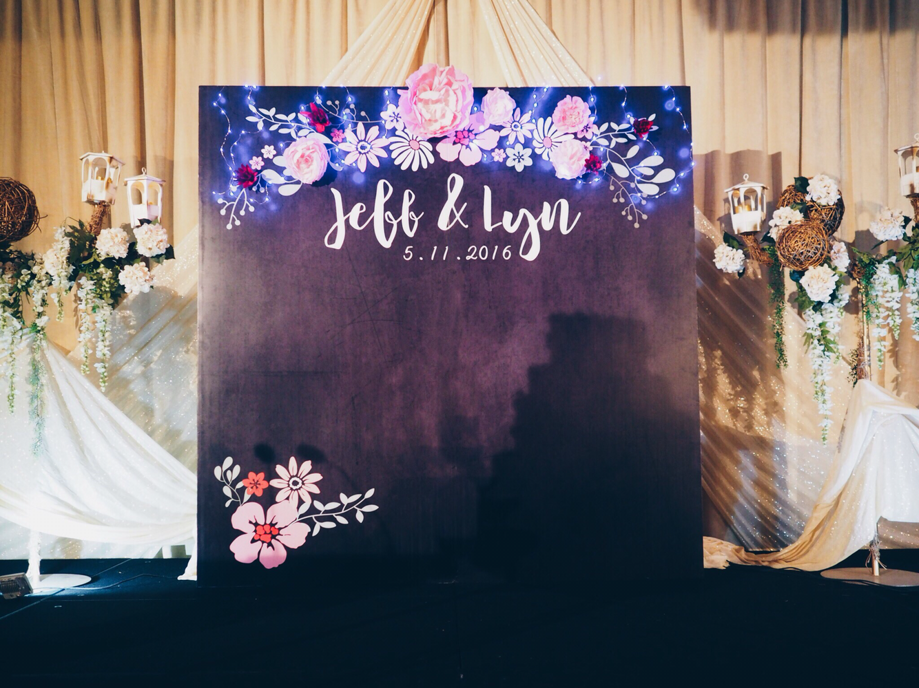 Chalkboard And Paper Flower Wedding By Bucket Full Of Roses Bridestory Com