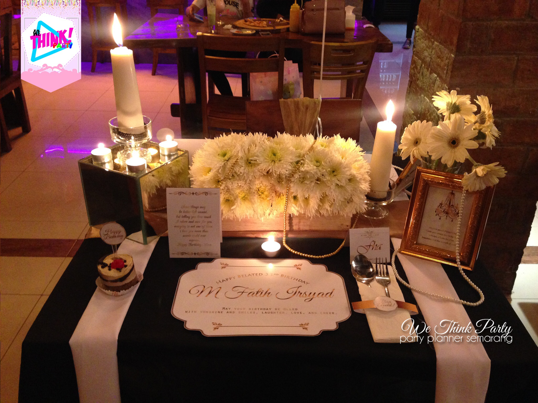 Black table setting by we think party bridestory junglespirit Images