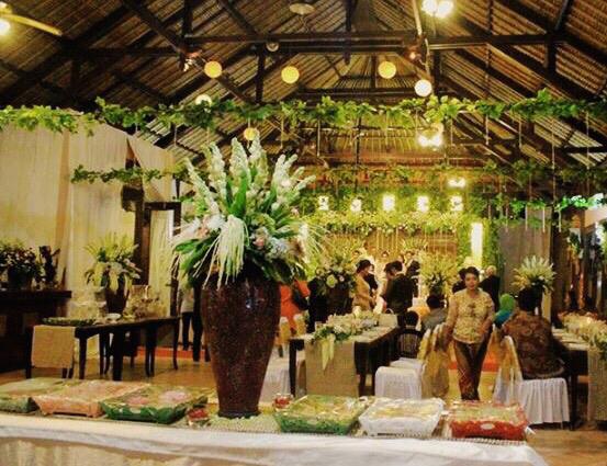 H2 design wedding decoration lighting in jakarta bridestory junglespirit Images