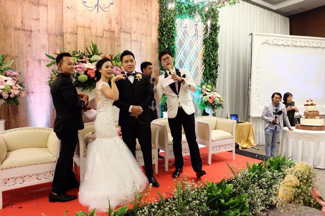 Hans Wanda Wedding By Luxe Voir Enterprise Houseofcuff Square Golden Champagne Tie