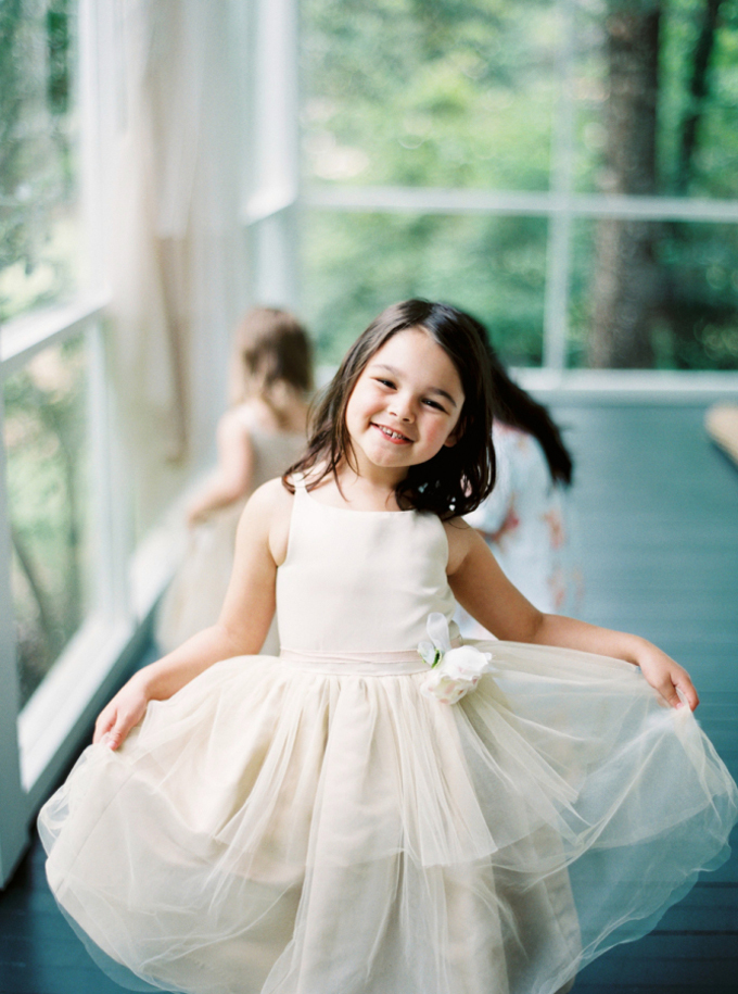 31a37f4b8 Every bride must be familiar with flower girls, the cutest and most  adorable addition to thebridal party.It's definitely no secret that almost  every bride ...