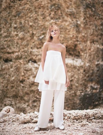 a-stunning-beachside-fashion-shoot-for-minimalist-brides-1