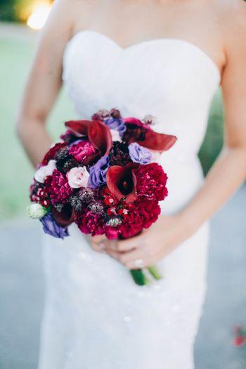 a-flowery-wedding-with-shades-of-plum-on-sentosa-island-1