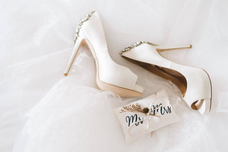 a-whimsical-wedding-in-shades-of-white-blush-and-gold-1